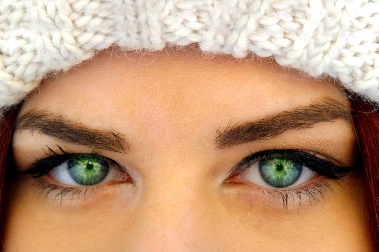 eyes--green-close-up-woman