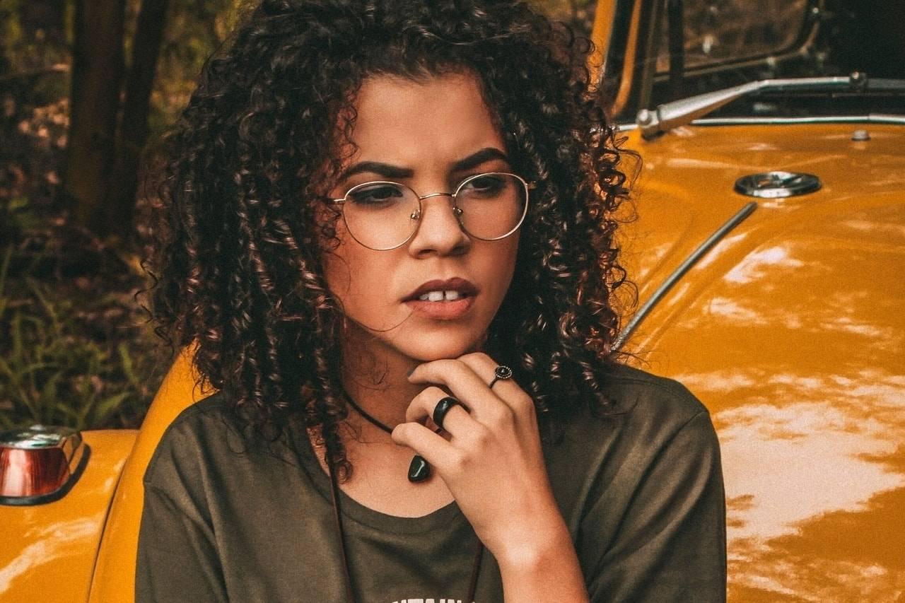 girl glasses 1280x853