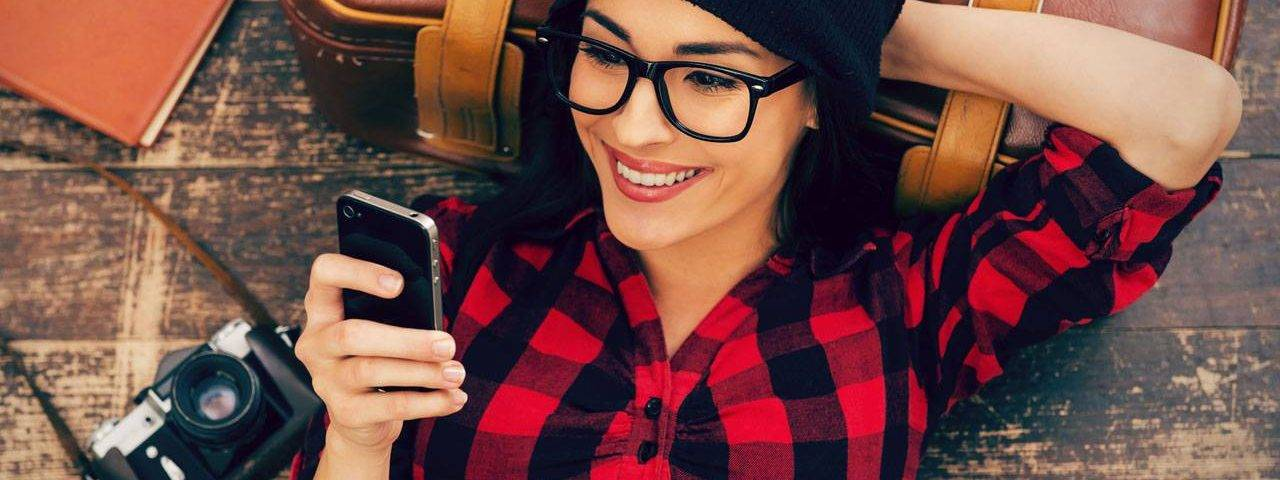 glasses-american-woman-relax-iphone-1280x480