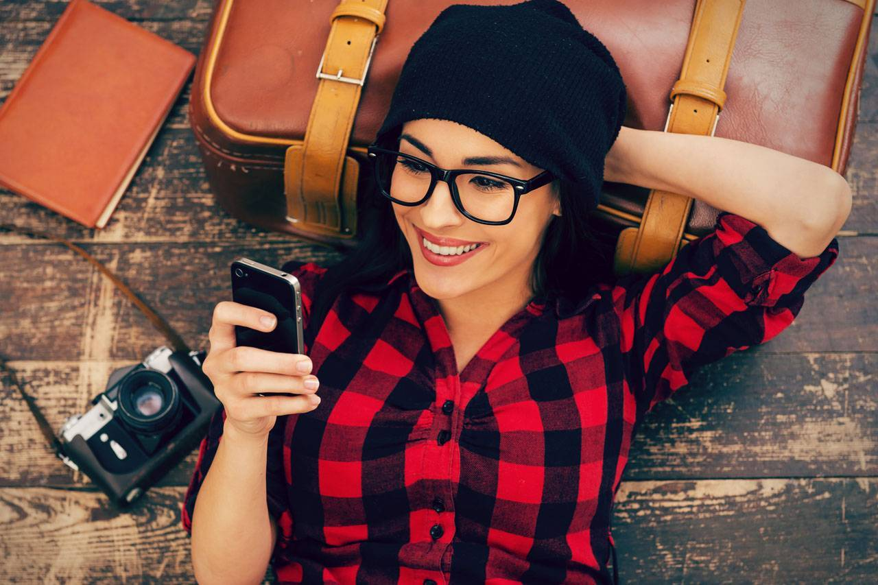 glasses-american-woman-relax-iphone