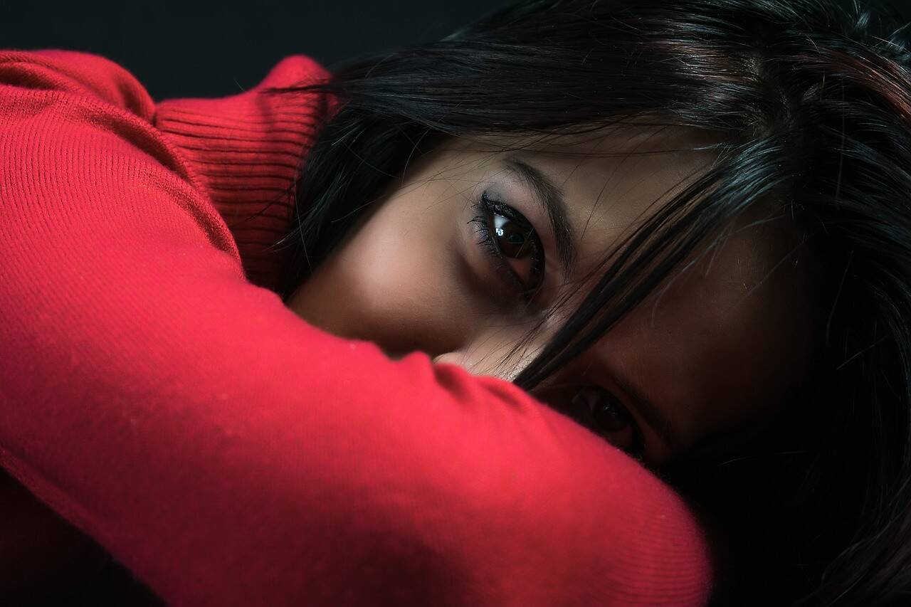 woman black eyes 1280x853