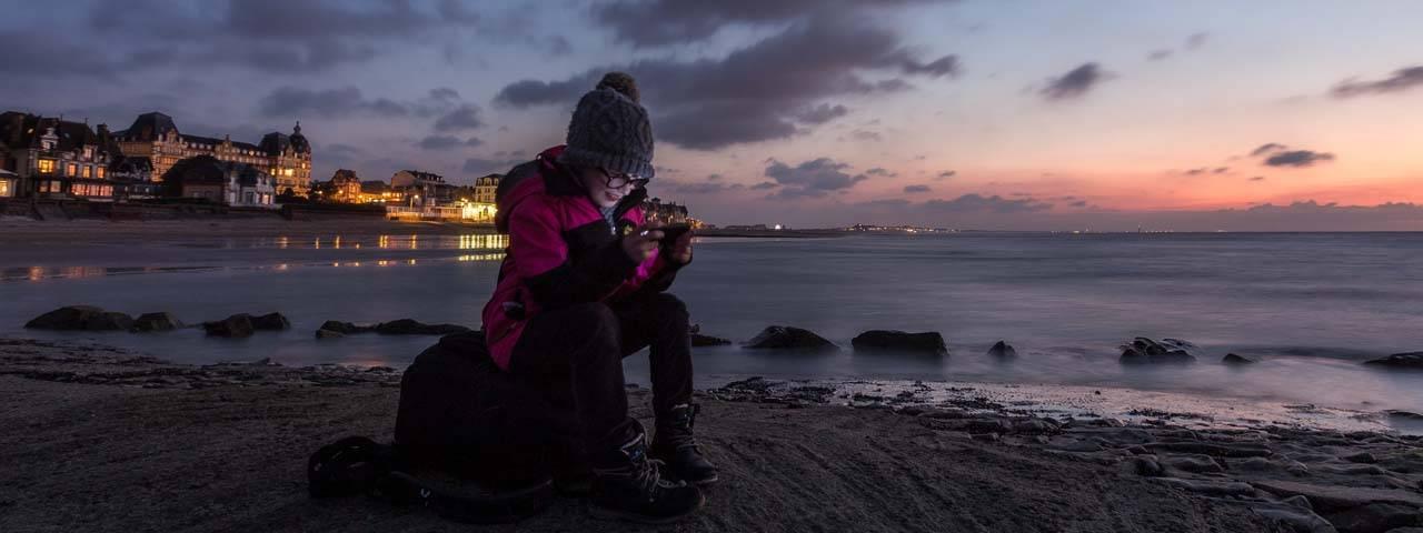 Girl Sitting Sunset Texting 1280x480