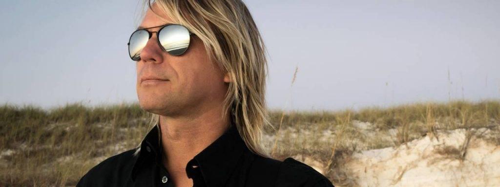 Man Blond Dark Sunglasses 1280x480