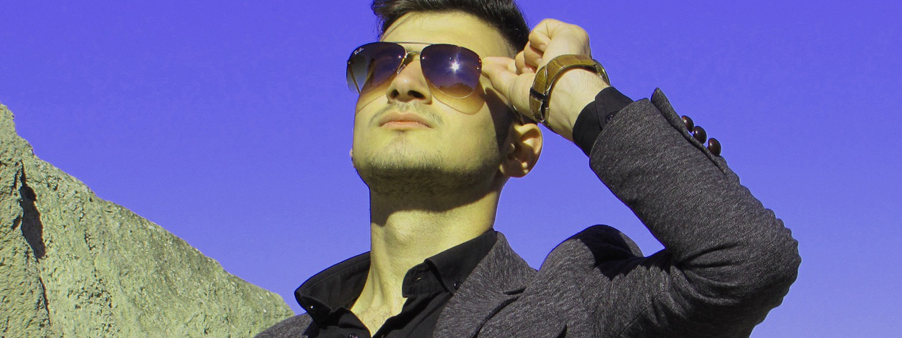 Man-Sunglasses-Blue-Sky-1280x480