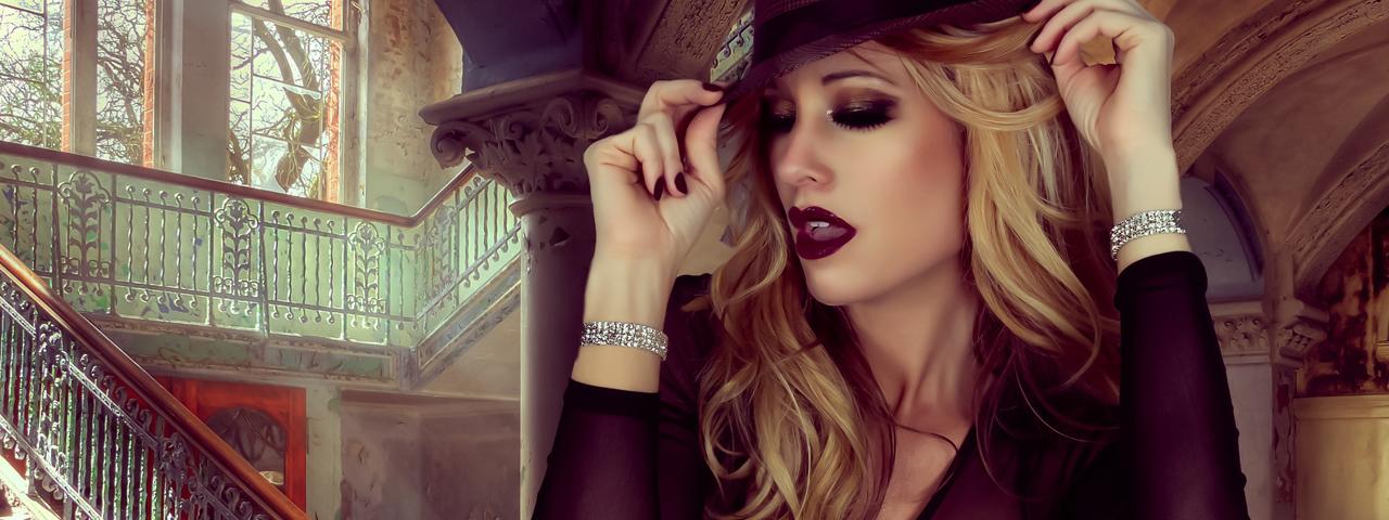 beautiful woman, blonde hair, dark make-up