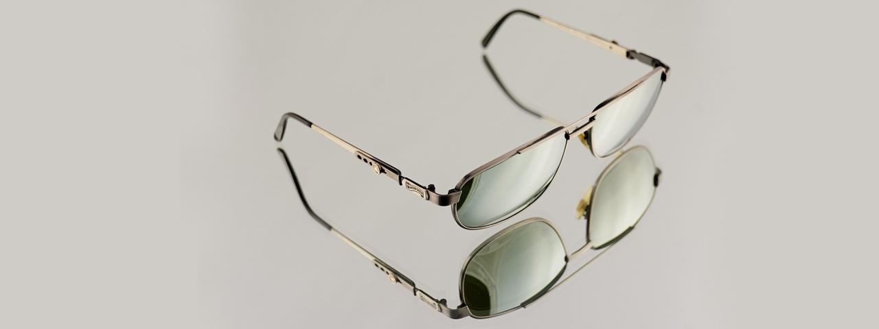 glasses-frames-reflection-grey-1280x480