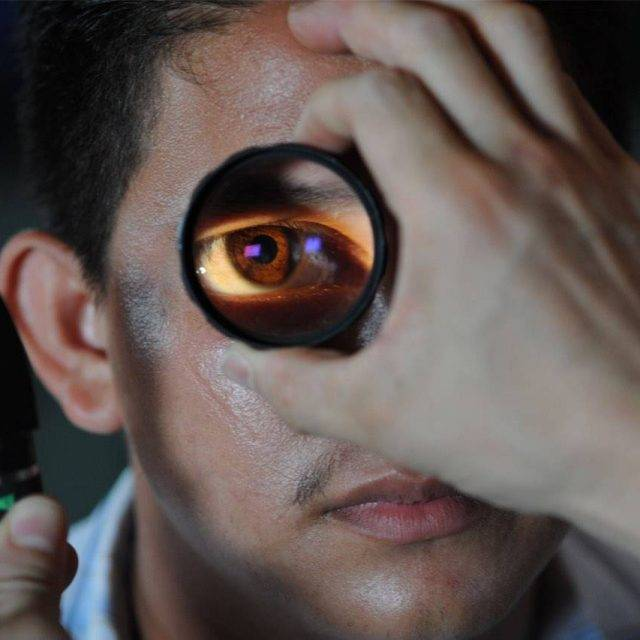 eye-exam-enlarged-eye-640x640