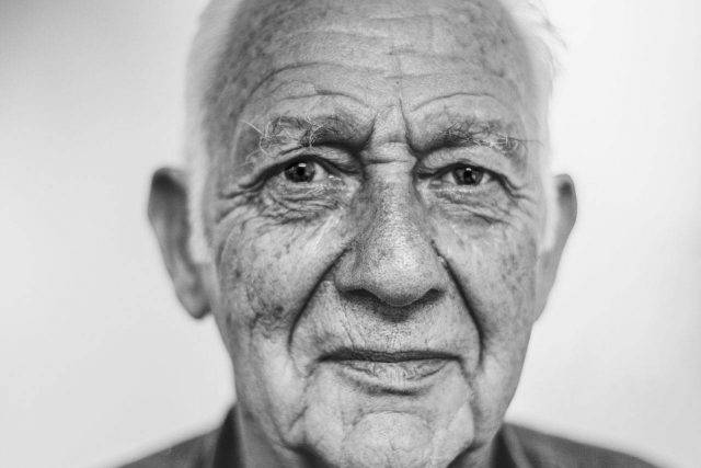 eyes senior man caucasian bw 1280×853