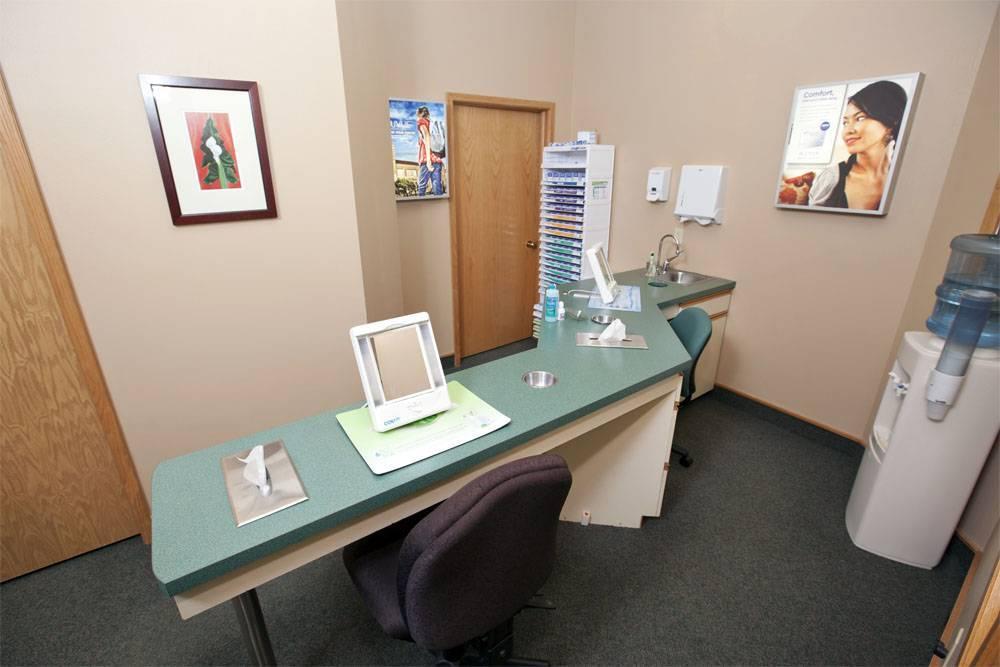 contactsroom1