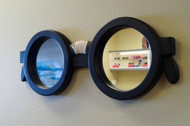 eyeglass mirror in pediatric eye exam