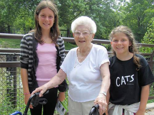 girls-with-grandma