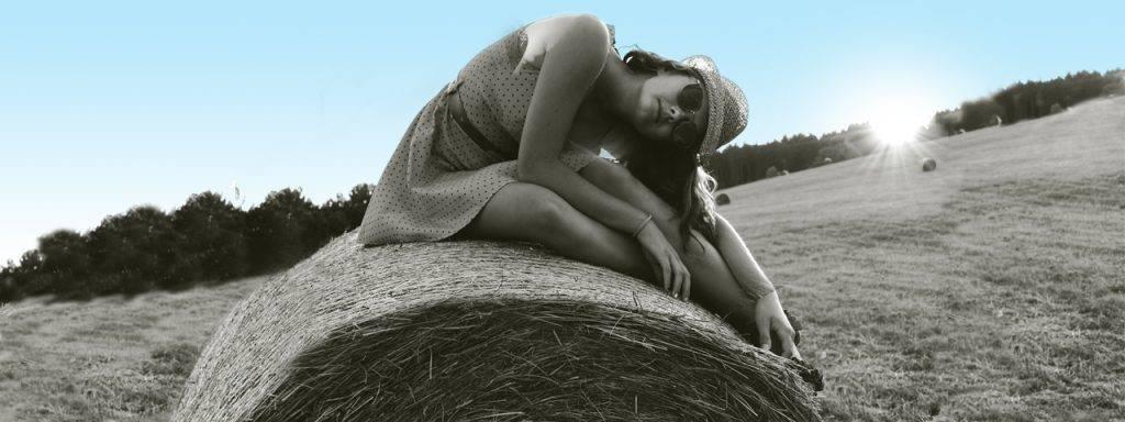 girl-hay-bail-1280x480-1-1024x384