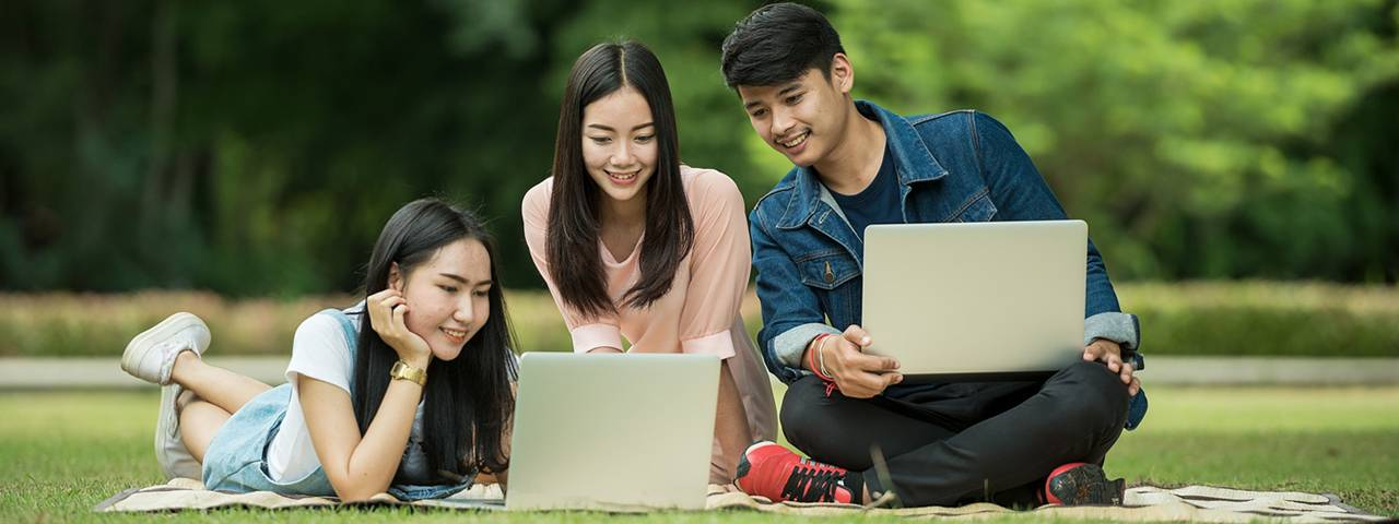 Eye doctor, asian students with laptops in Kissimmee & Lakeland, FL
