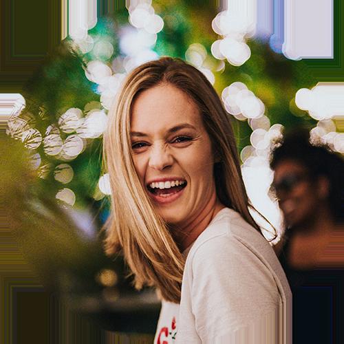 smile-woman-wht-tshirt