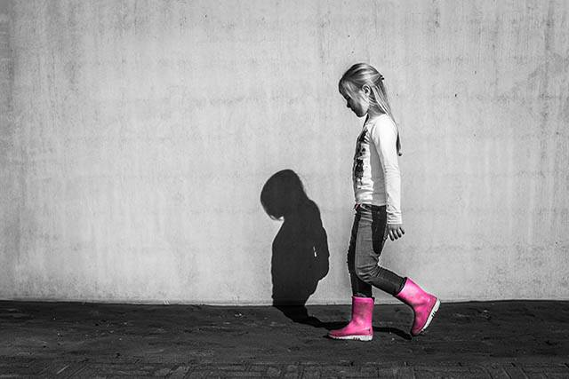 little girl pink boots_640px