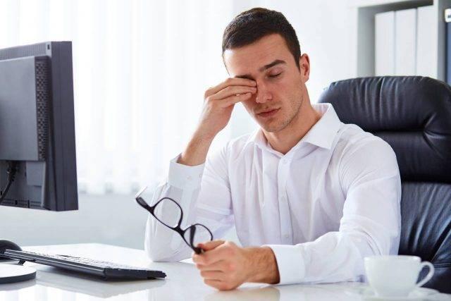 Optometrist, Dyr Eye with Man on Computer in Wellington,CO