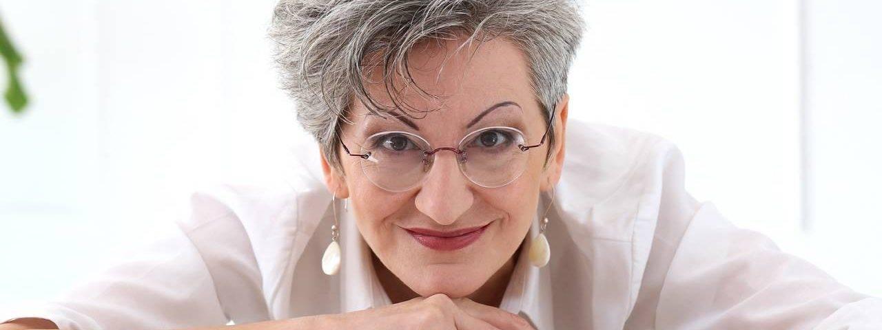 Eye care woman wearing eyeglasses in Scottsdale, Phoenix, and Tempe, AZ