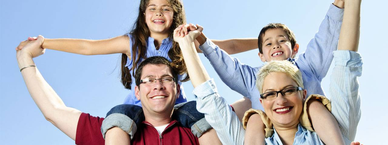 Eye care, happy family in St. Louis & St. Charles, MO