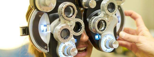 Optometrist with advanced technology in St. Louis & St. Charles, MO