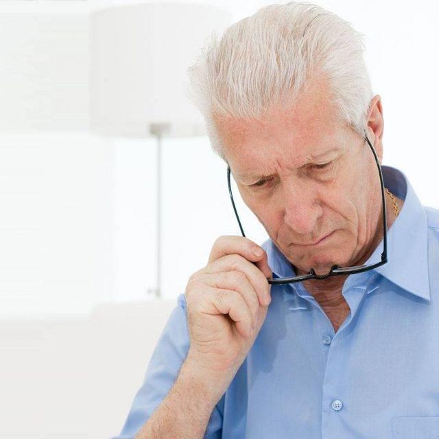 senior-difficulty-reading-640x640