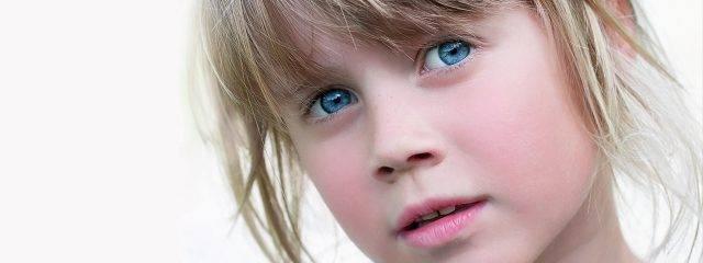 Blue Eyed Shy Girl 1280x480 640x240