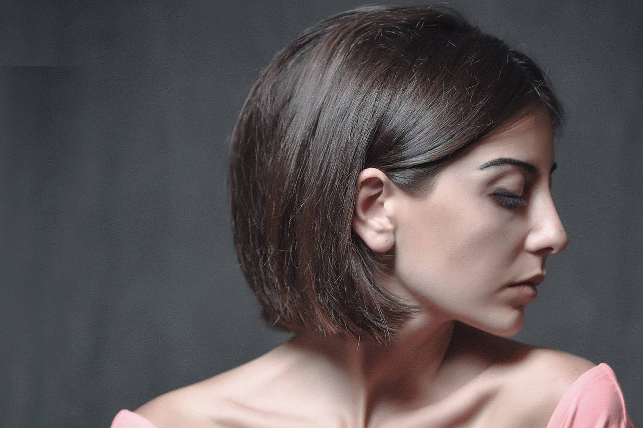 Woman Sideview Closed Eyes 1280×853