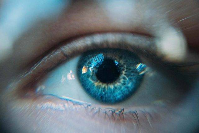treating your dry eye with hot compress