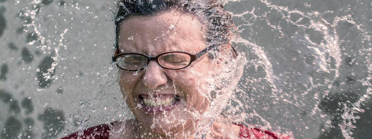 woman_glasses_water_splashing_1280x480
