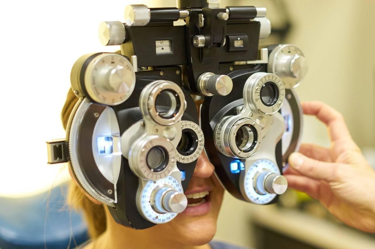 eye exam sugar land in phoropter