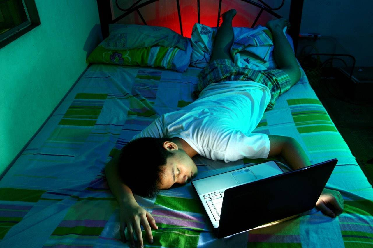 technology-computer-boy-blue-light