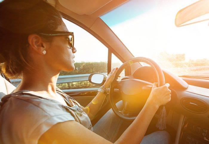 SunSync-Drive-XT-WomanDrivingSunlight-wL-700x484