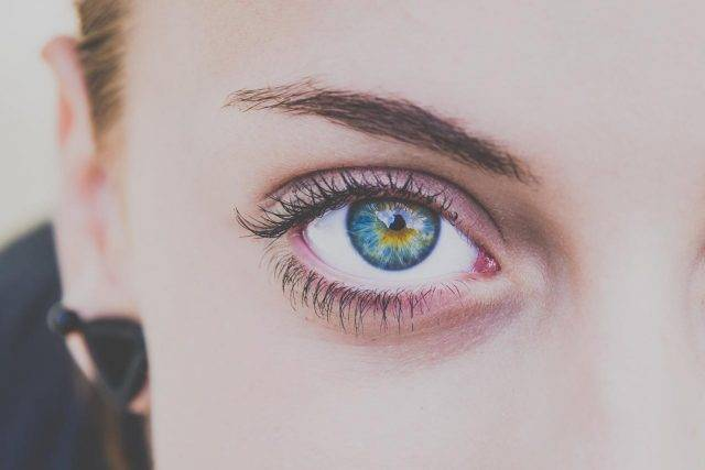 colored eye
