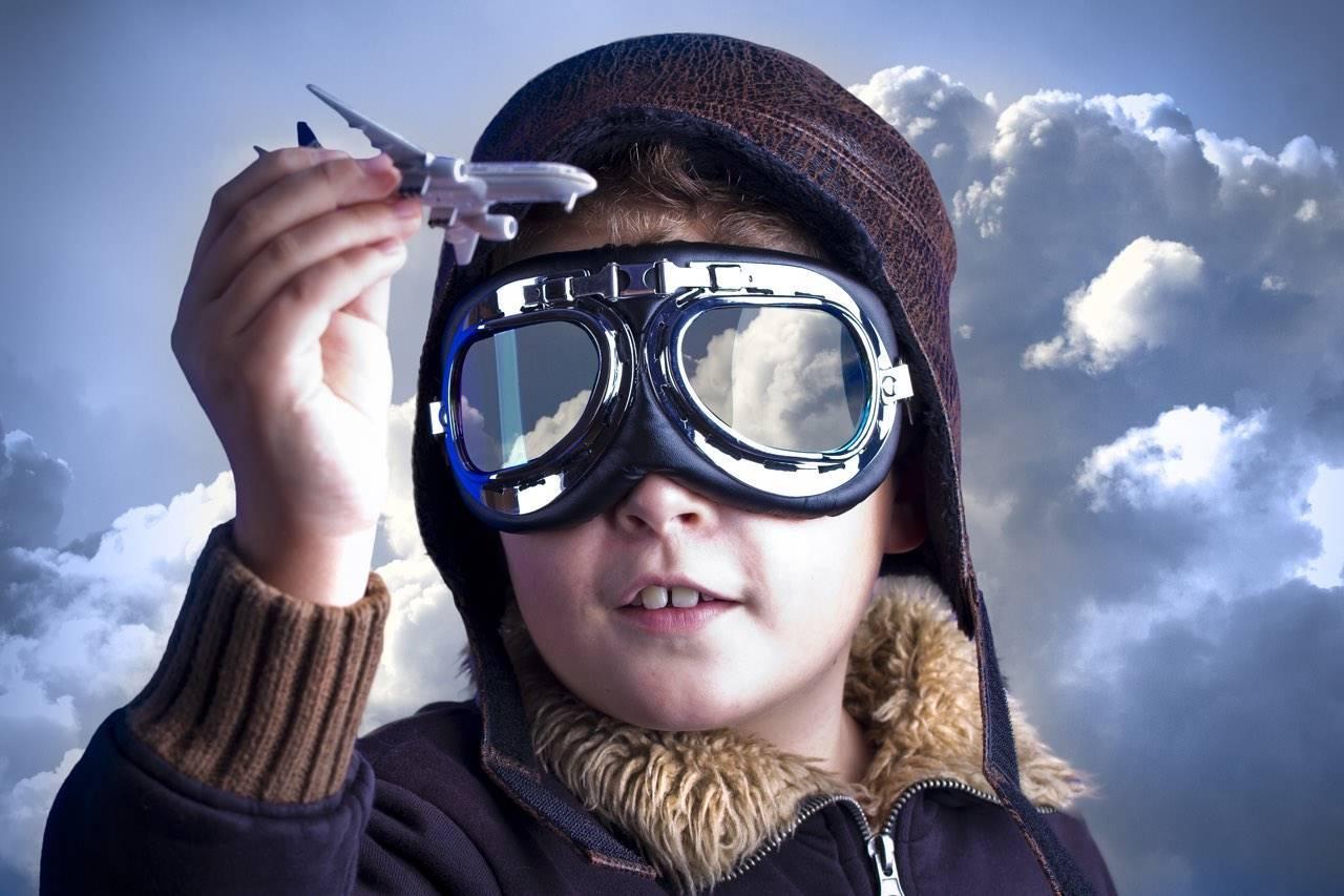 bg child dreams flight goggles