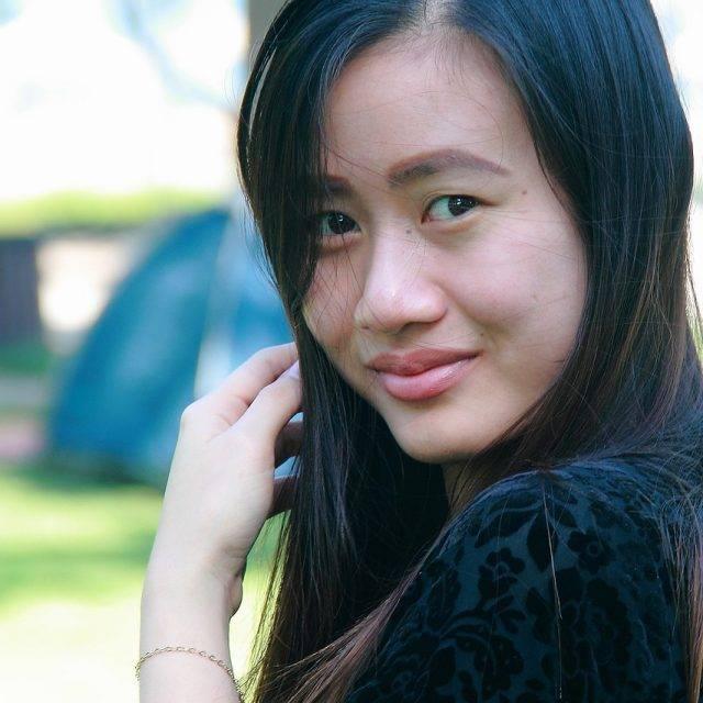 Asian-Woman-Smiling-1280x853-640x640