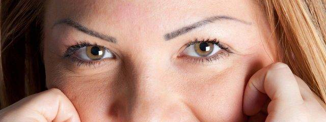 Eye doctor, woman, long eyelashes after latisse treatment in Fort Lauderdale, FL