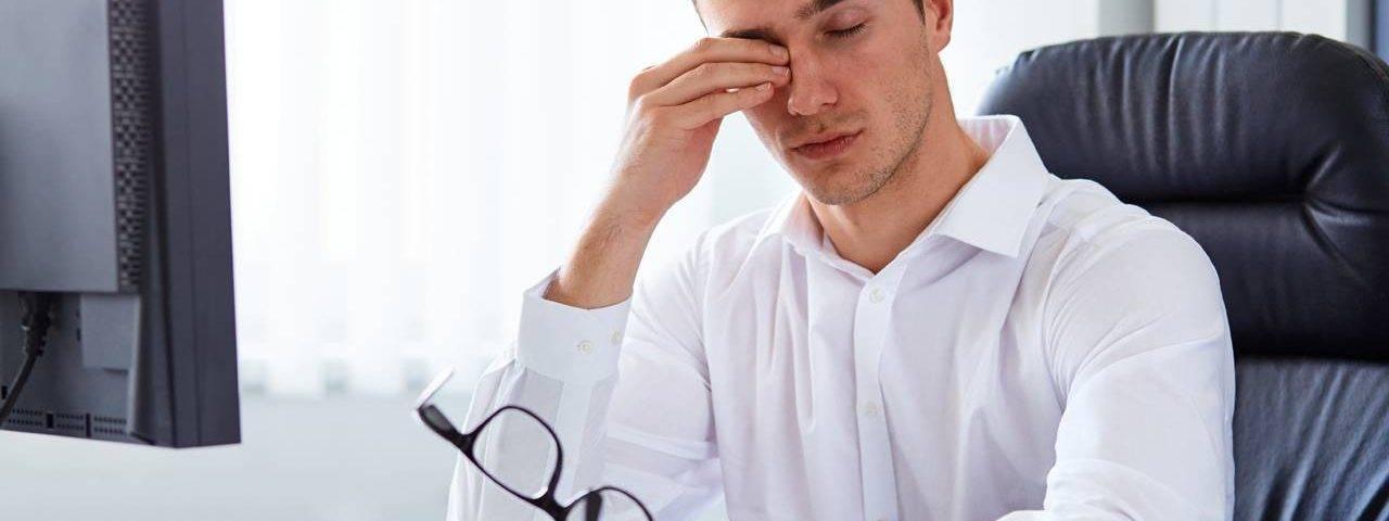 Eye doctor, man suffering from computer eye strain in Louisville, LaGrange & Carrollton, Kentucky