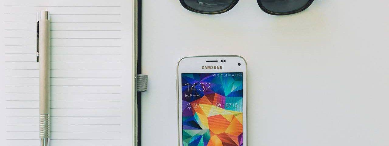 Sunglasses Notepad Phone 1280x853 1280x480