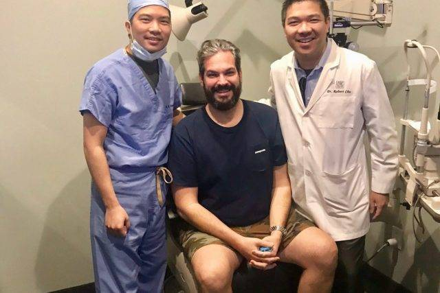 LASIK-patient-with-dr-richard-chu-e1527952852106-640x427
