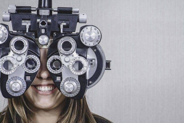 woman wearing eye exam technology in Walla Walla, WA