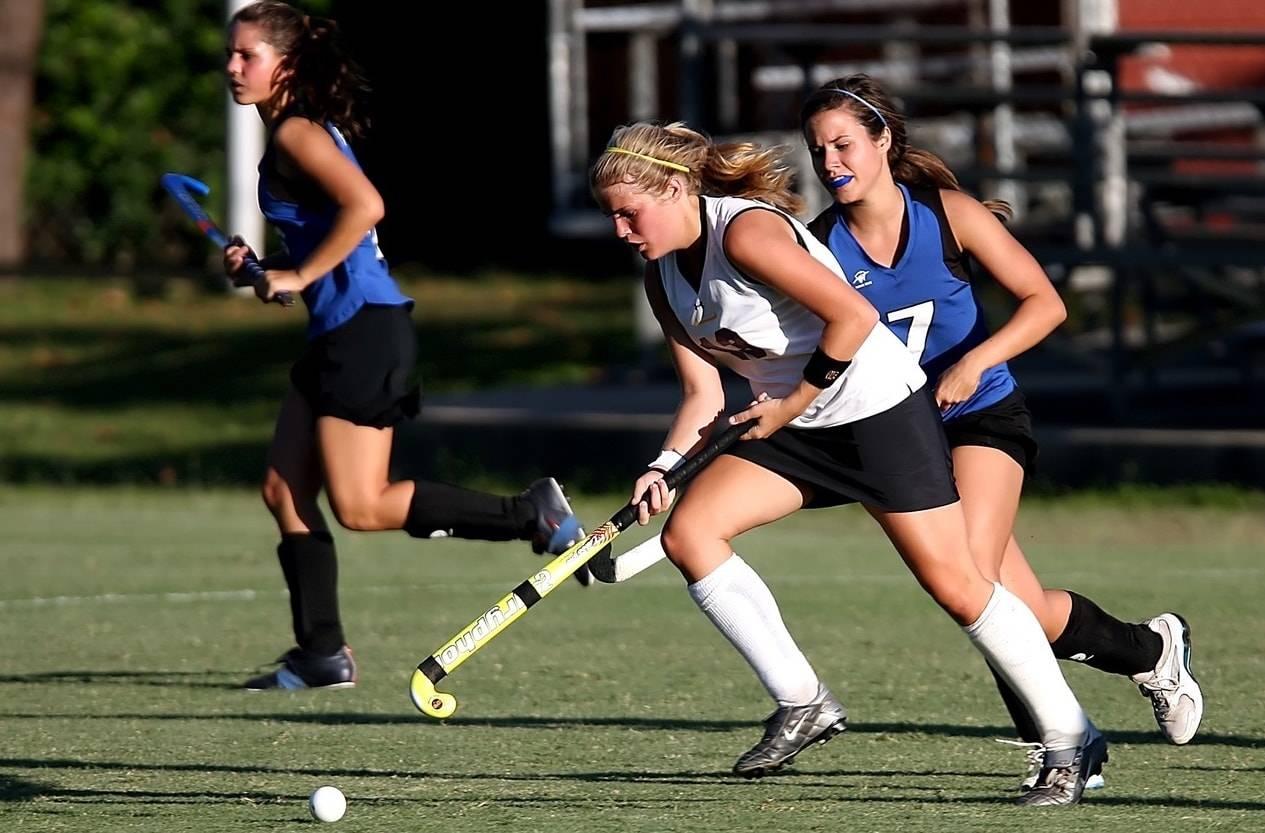 teens playing Lacrosse