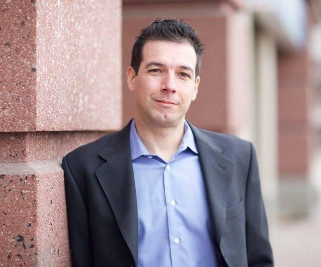 Dr.-Ignacio-Salvati-640x533