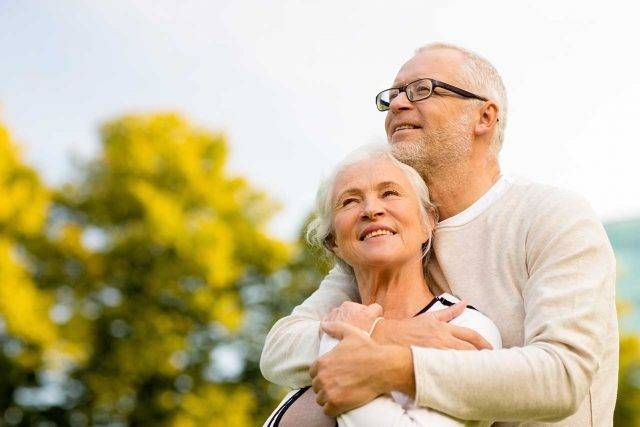 Older couple with macular degeneration