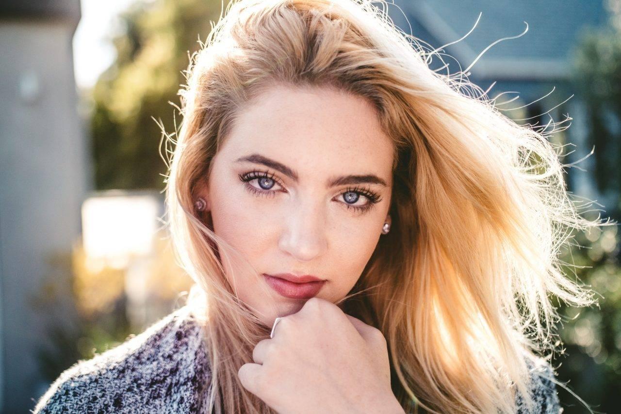 woman-w-beautiful-eyes