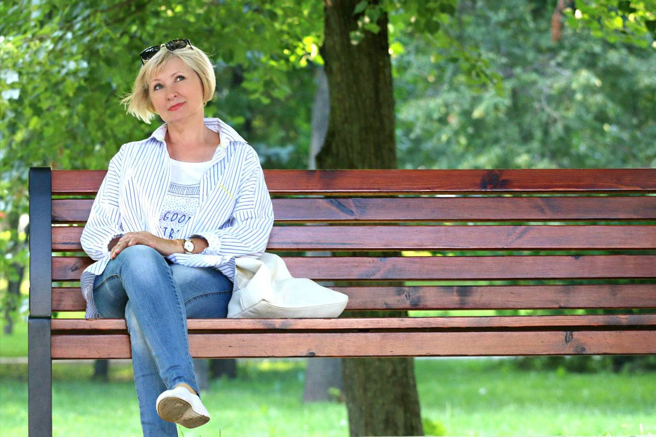 Woman-Bench-Sunglasses-1280x853