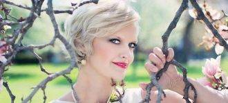 blond_womanpink_flowers_1280x480 330x150