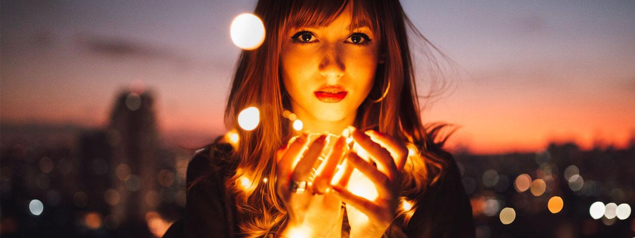 Girl With Lights 1280x480