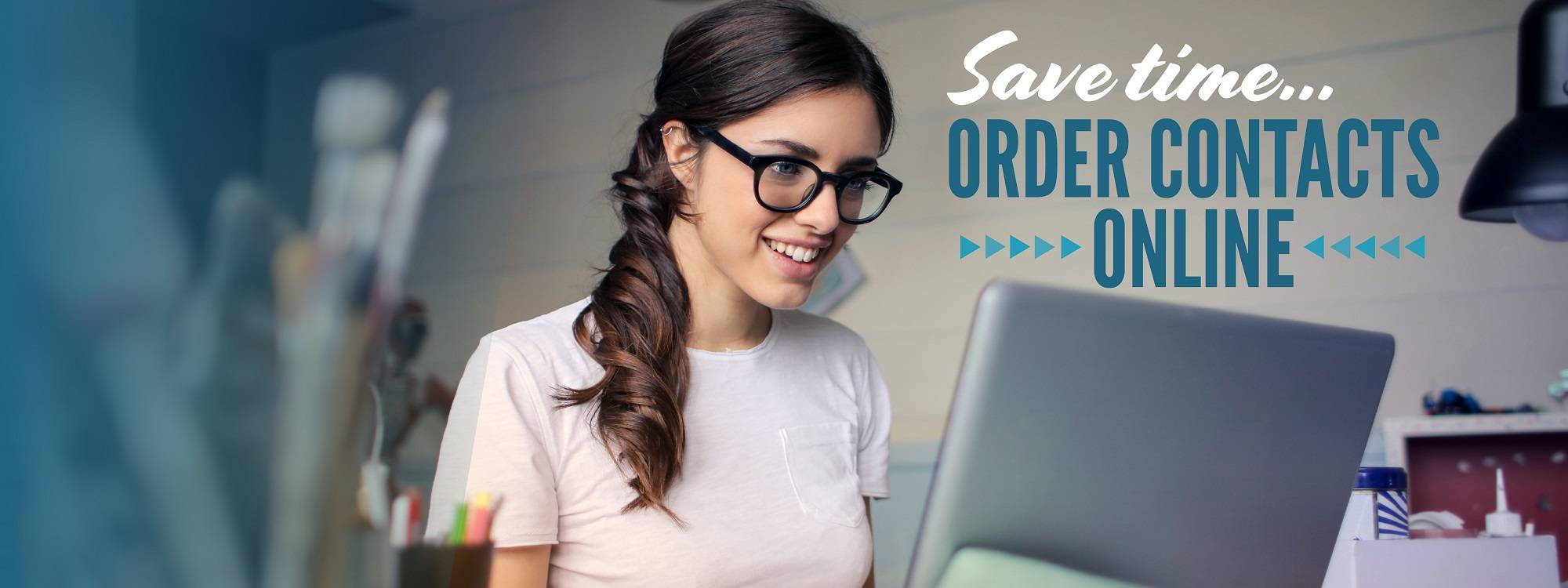 Woman-laptop-ordering-Header4