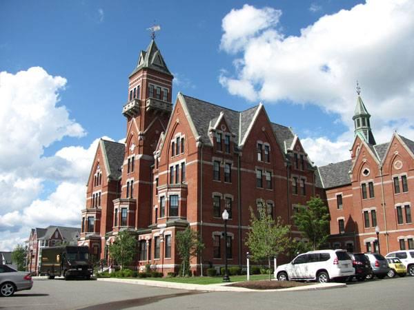 Former_Danvers_State_Hospital_Danvers_MA