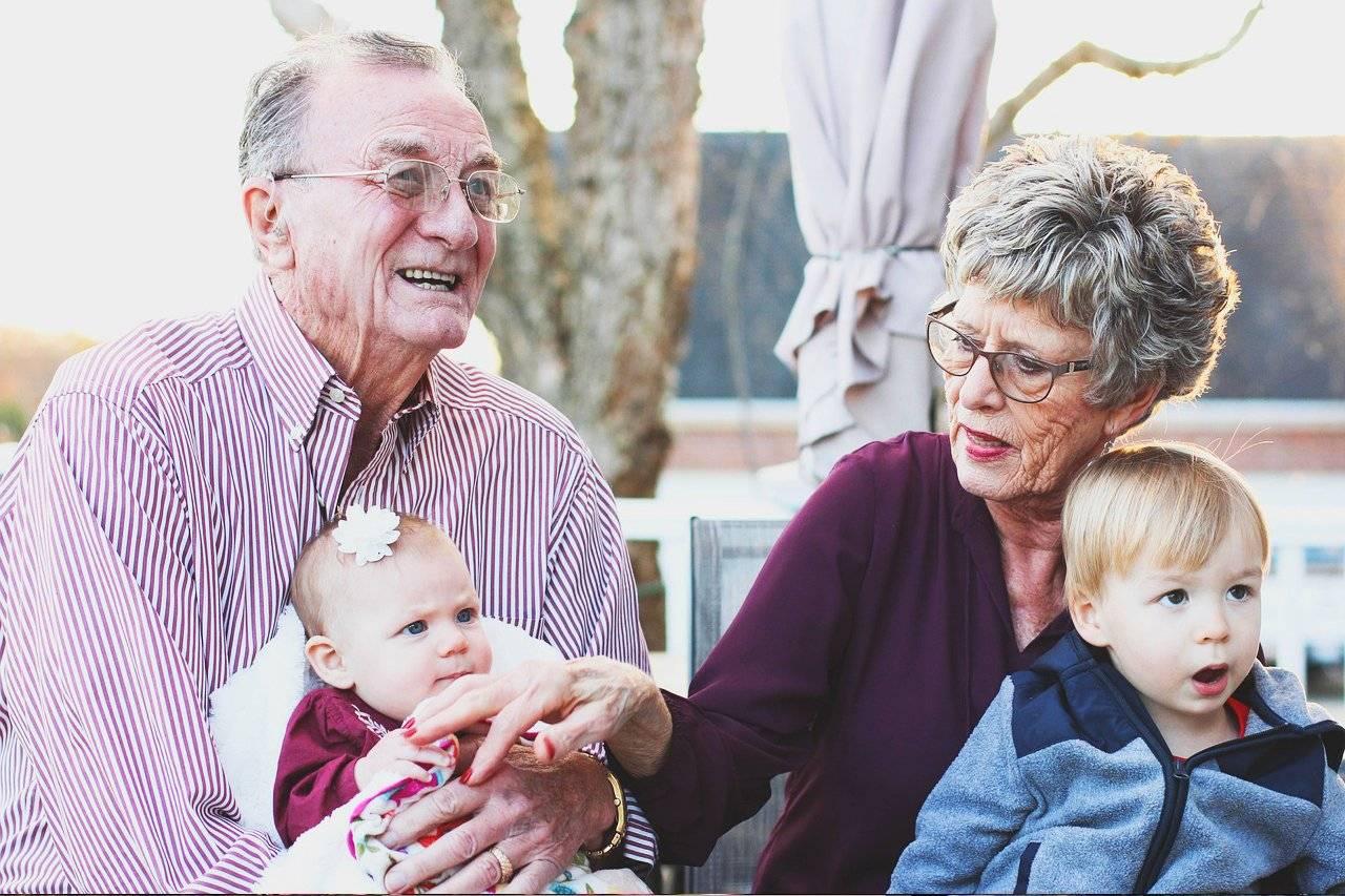 Grandparents with eyeglasses and Grandchildren