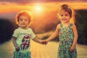 children_holding_hands_Missouri_City